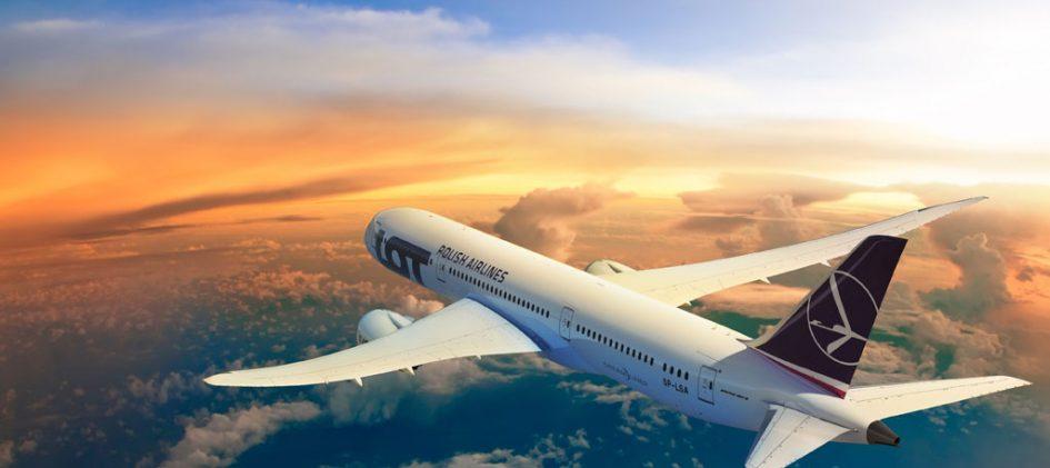 Flugzeug über den Wolken.